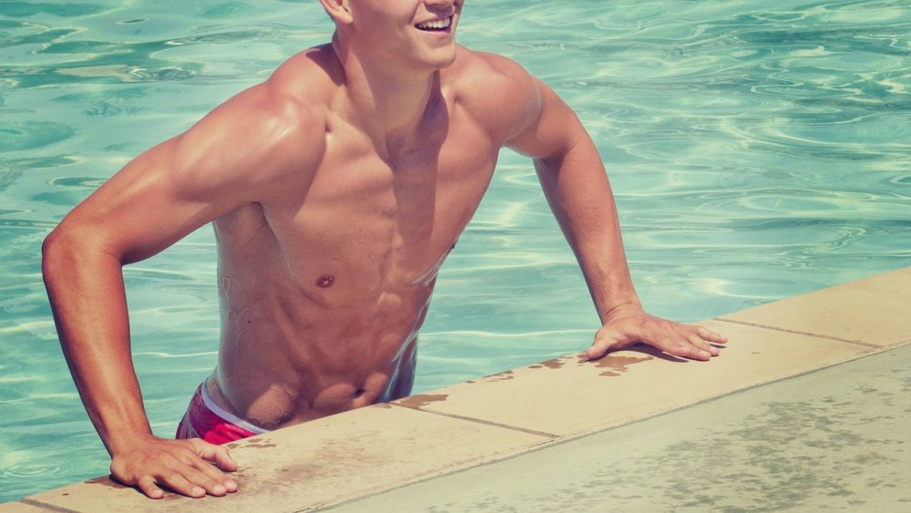 男性のモテる筋肉と鍛え方【ビーチで逆ナン】